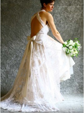 A-line Halter Backless Lace Wedding Dress with Beading Bowknot