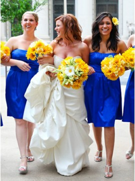 A-Line Strapless Knee-Length Royal Blue simple Bridesmaid Dress