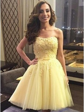 A-Line Strapless Above-Knee Daffodil Tulle Homecoming Dress with Appliques